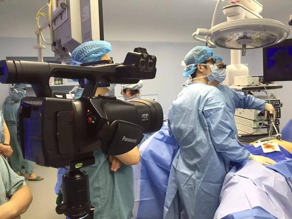 瑞金医院国内首次成功运用vr虚拟现实技术实现3d腹腔镜手术直播